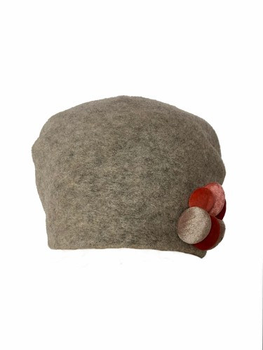 Deimantės Songailienės klostuota kepuraitė